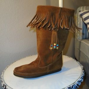 MINNETONKA SUEDE FRINGE BOOTS ~ 8 ~ BEADED DETAIL